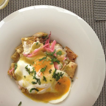 Blue Diamond Luxury Boutique Hotel: chilequiles on breakfast menu at Aquamarina - excellent