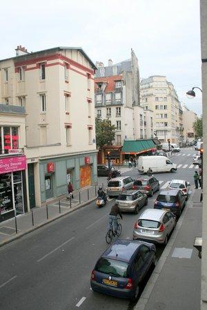 Hotel Paris Louis Blanc: Side street view