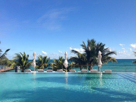 Blue Diamond Luxury Boutique Hotel: Poolside