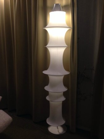 Hotel BLOOM! : Lamp in our room