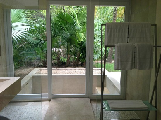 Blue Diamond Luxury Boutique Hotel: shower area and view of outdoor tub at Patio Junior Suite