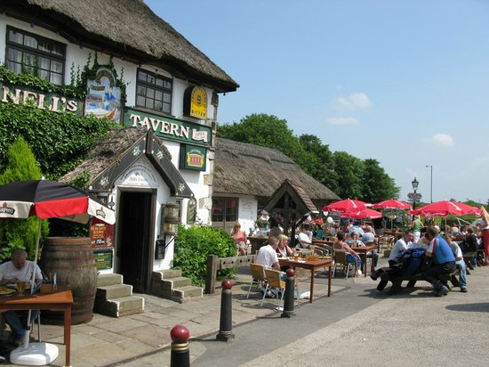Guy's Thatched Hamlet: Canalside