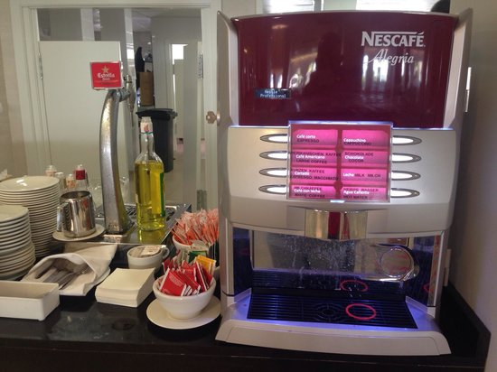 Hotel Club Bahamas Ibiza: Coffee machines (its ok guys honestly) and beer on tap
