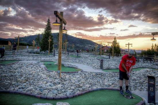 Snow Mountain Ranch: Mini golf is free for guests (courtesy of Phil Frigon)