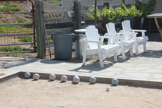 Fog's End Bed & Breakfast: The Bocce Court