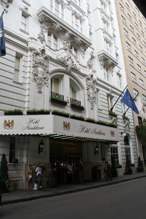 Hotel Monteleone: Exterior