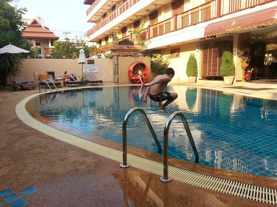 At Chiang Mai Hotel: pool area
