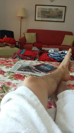 Adonis Hotel: room photo 4