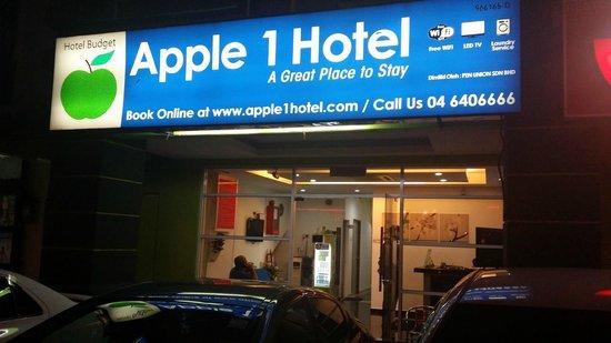 Apple 1 Hotel 19 32