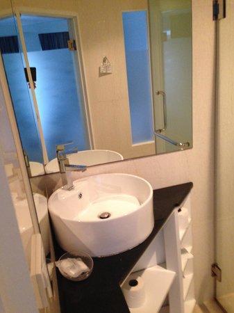 Grand Sunset Hotel : restroom