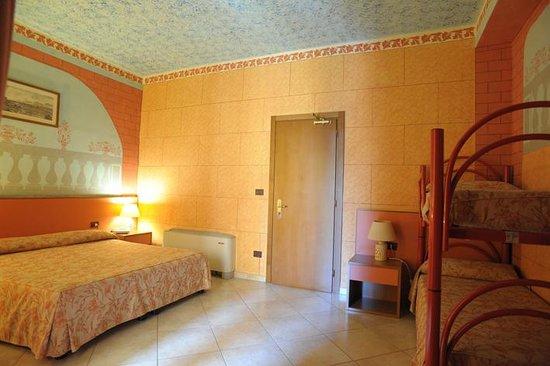 Hotel Poseidonia Mare : CAMERA FAMILIARE