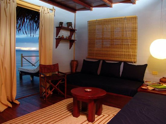 Punta Caracol Acqua Lodge: Ambiente inferior en la Suite Luna