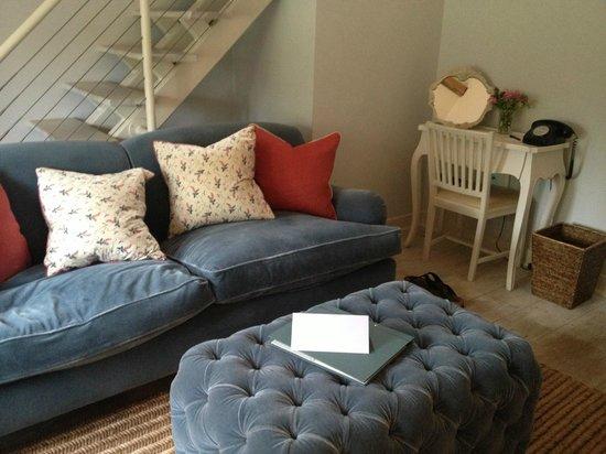 Babington House: Lounge area in bedroom