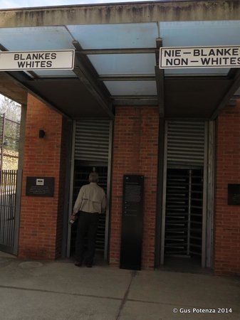 Museo del Apartheid: That's the entrance, you should respect according to your ticket!