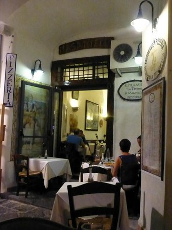La Taverna di Masaniello: fabulous bistro set on cobbled sets - full of atmosphere