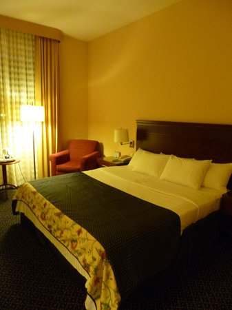 Courtyard by Marriott Warsaw Airport: bed