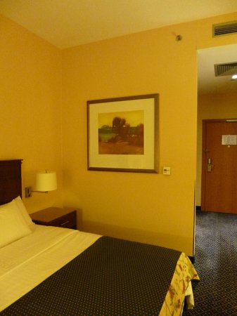 Courtyard by Marriott Warsaw Airport: room
