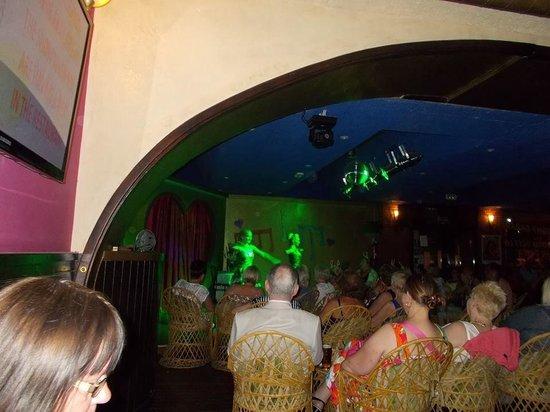 Apartamentos Levante Lux : Levi's showboat bar