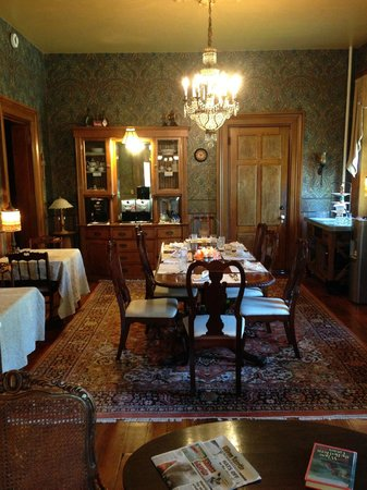 Victorian Mansion: Where you eat your delicious breakfast in the mornings