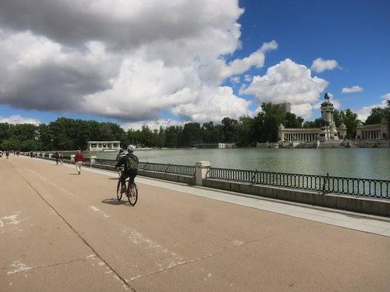 Bravo Bike: Biking through Parque del Retiro