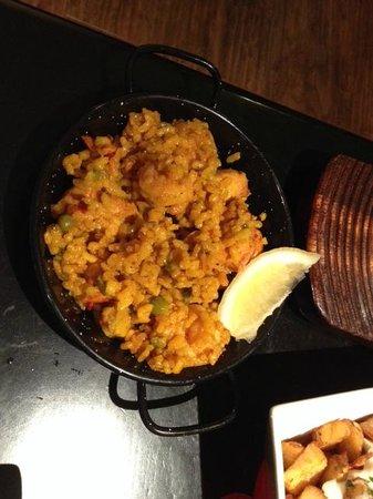 Sol y Sombra Tapas Bar: chicken and prawn paella