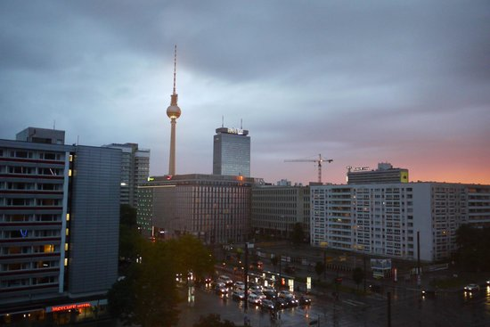 Ibis Budget Berlin Alexanderplatz: View fron the end of the corridor