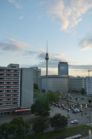 Ibis Budget Berlin Alexanderplatz : View from the corridor window of the area
