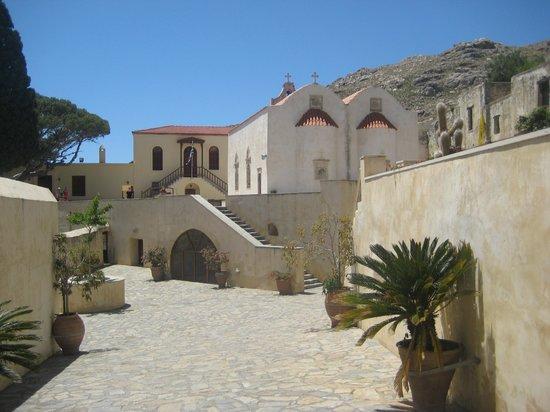 Moni Preveli Monastery: Вид самого двора