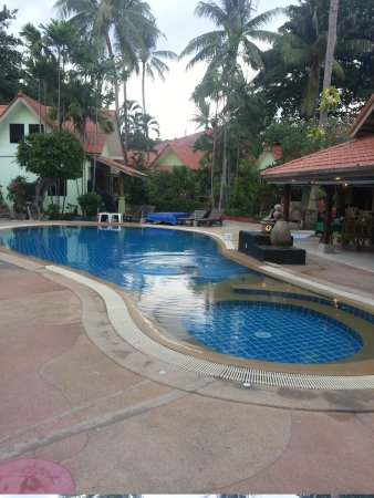 Chalala Samui Resort: pool area