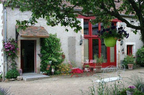 La Grange du Bourg : Front of the chambre d'hotes