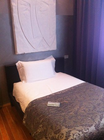 Borghese Palace Art Hotel : Single bedroom - cheapest option but excellent size and furnishings