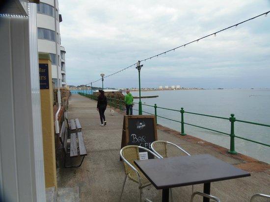 Marina Metro Hotel: chilling bar patio