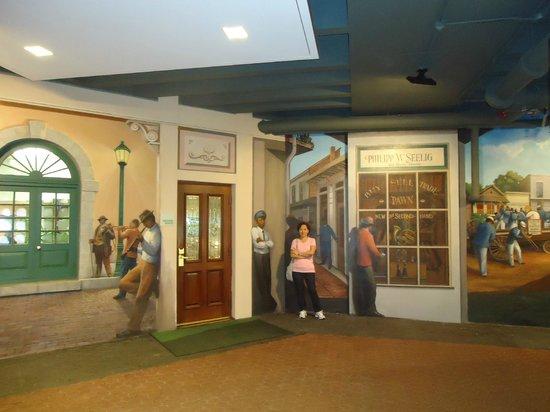 Holiday Inn Downtown Superdome : Mural externo, pintado com cenas de musicos de jazz