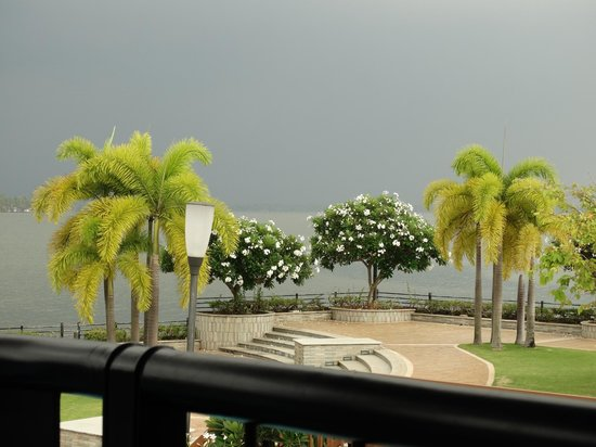 Ramada Resort Cochin: look at that wheather..