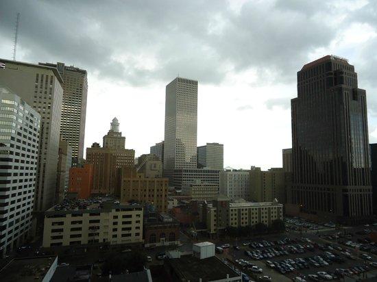 Holiday Inn Downtown Superdome : Vista externa através da sacada do quarto