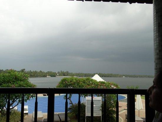 Ramada Resort Cochin: lake