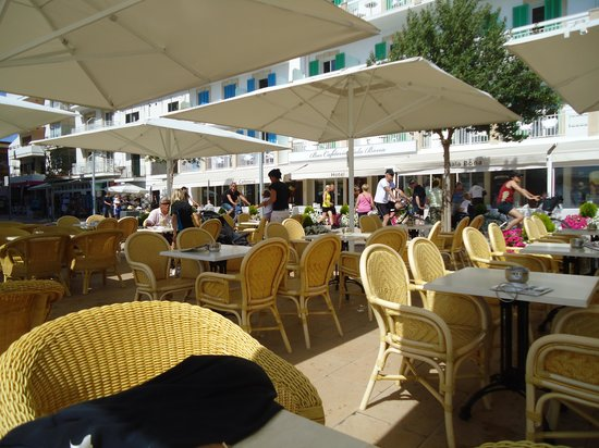 Hotel Cala Bona: The Cala Bona outdoor restaurant.