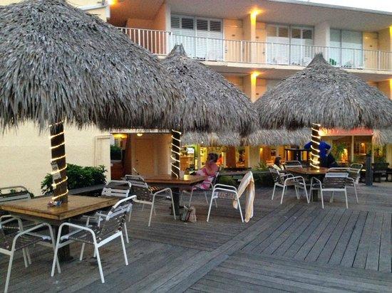 Outrigger Beach Resort : Deckside dining