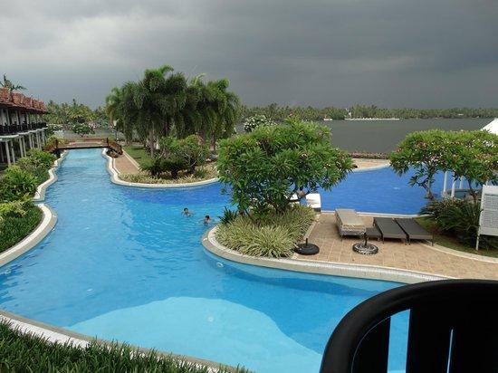 Ramada Resort Cochin: pool