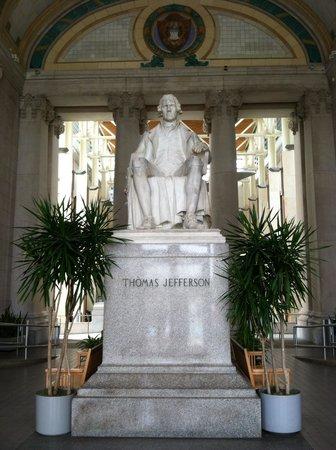 Missouri History Museum : Jefferson statue in Grand Entrance