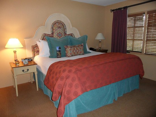 Royal Palms Resort and Spa: Our bedroom