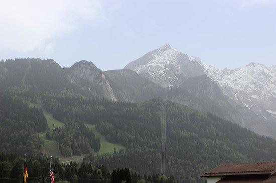 Edelweiss Lodge and Resort: View of the Alpspitz
