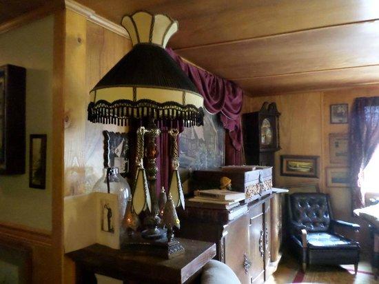 Historic Anchor Inn: Upstairs common room.