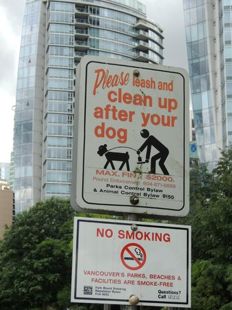 The Westin Bayshore, Vancouver: Park nearby, SERIOUS about pooper scooping!