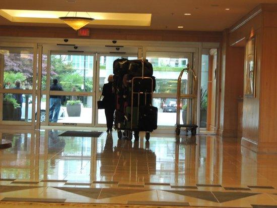 The Westin Bayshore, Vancouver: Lobby (Luggage heading for ship)