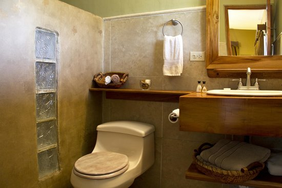 Casita Margarita : Spacious, private bathrooms