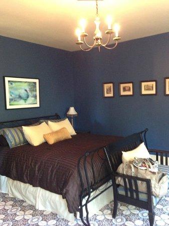 Edwards Waterhouse Inn : Blue Room 2013