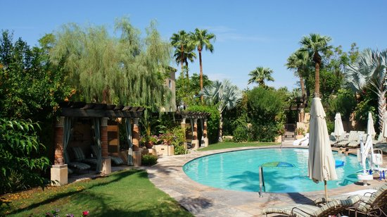 Royal Palms Resort and Spa: The pool area