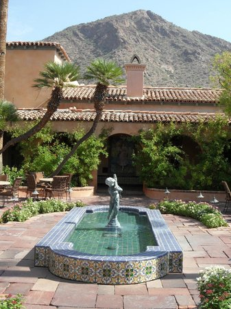 Royal Palms Resort and Spa: Beautiful by the mountains