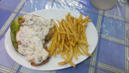 Aigaio Pelagos Restaurant: Chicken a la creme...